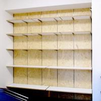 可動収納棚 ポリ合板の棚板+OSBの壁
