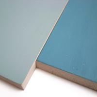 羽目板の壁 水色もしくは青色